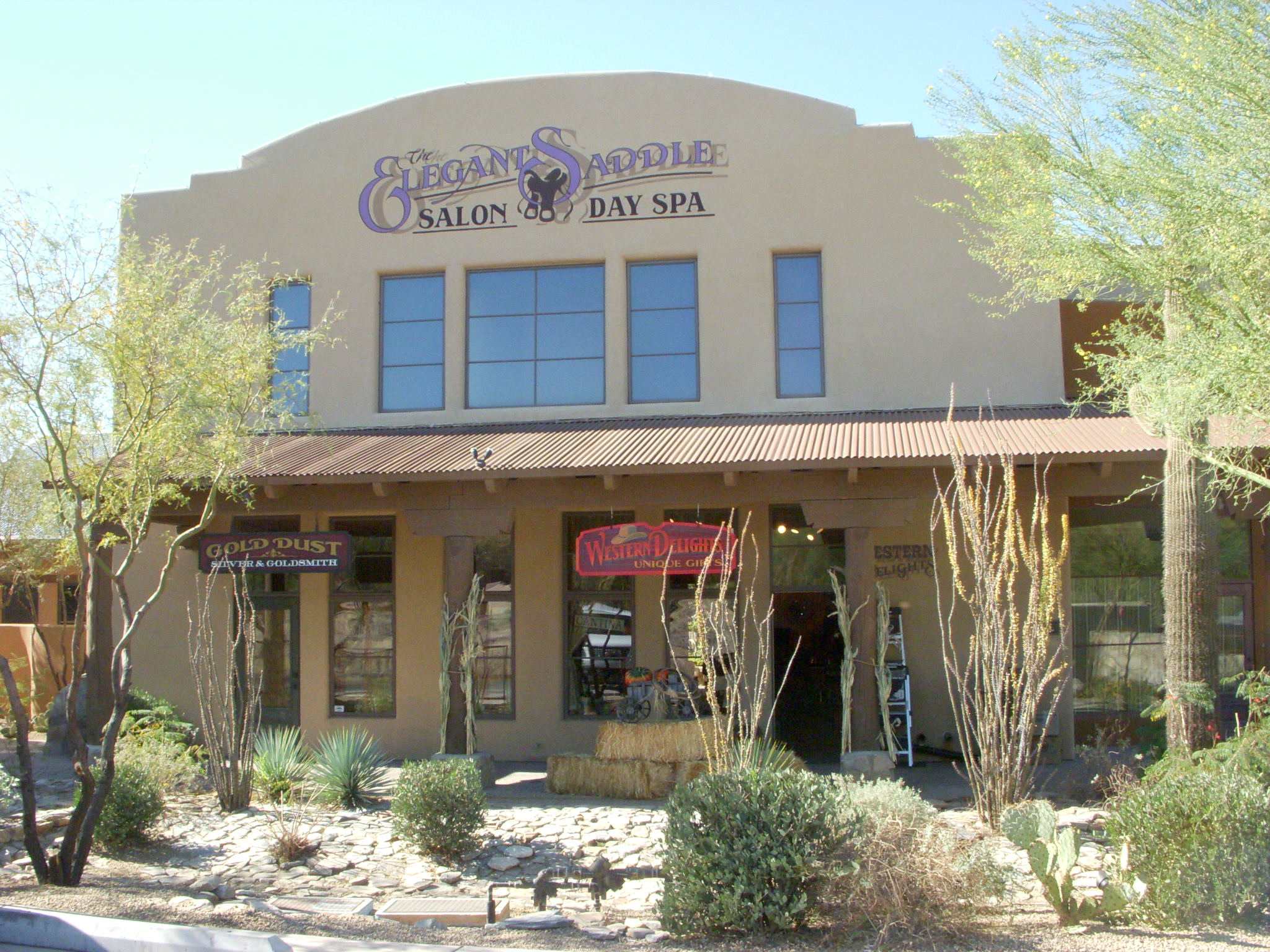 An outside view of Elegant Saddle Salon and Day Spa in Cave Creek.